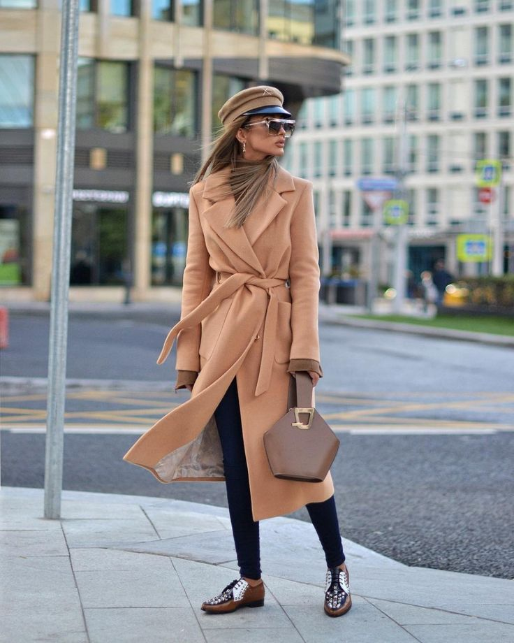 С чем можно носить пальто персикового цвета? кому пойдет