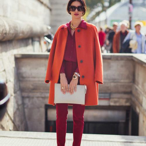 Яркие и запоминающиеся образы с оранжевым пальто