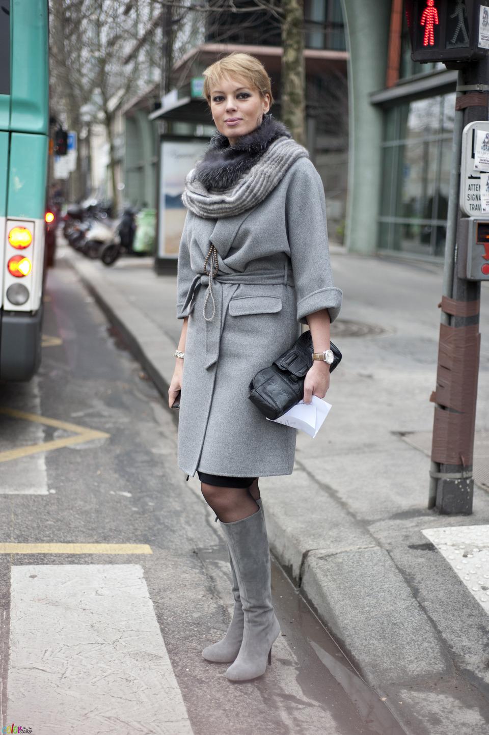 С чем носить серые сапоги?