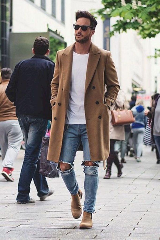 Классическое пальто с джинсами.