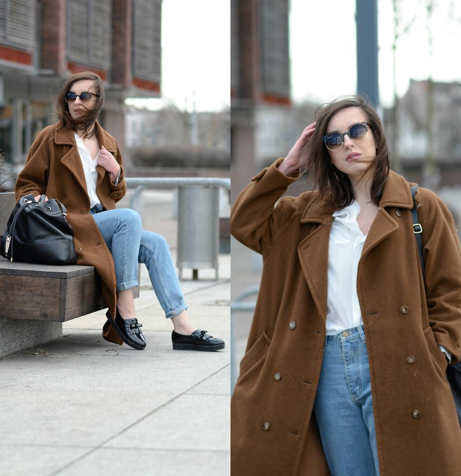 коричневое с джинсами