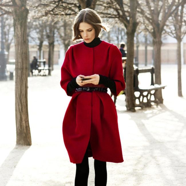 С чем носить пальто с коротким рукавом