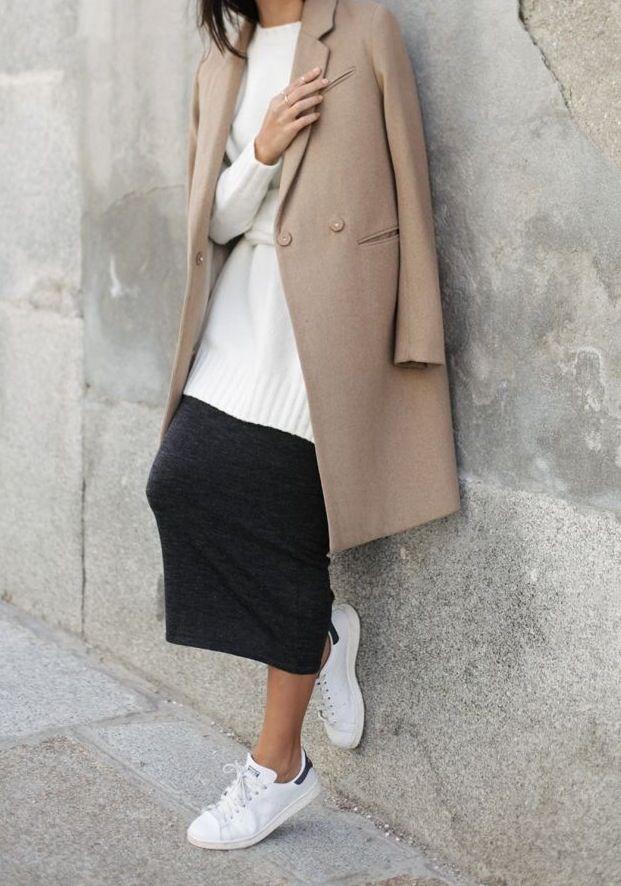 Носят ли классическое пальто с кроссовками 4