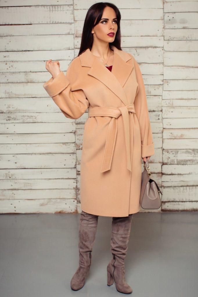 С чем можно носить пальто персикового цвета? обувь