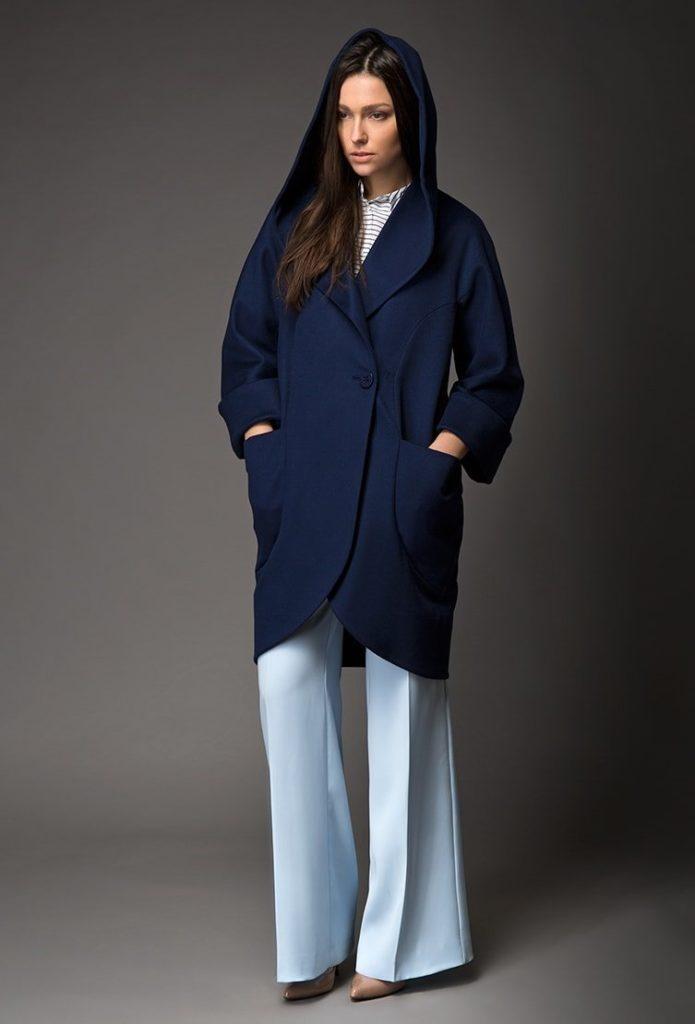 С чем носить пальто, у которого есть капюшон