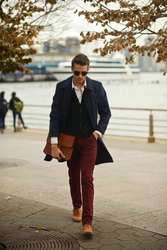 С чем носить мужское синее пальто 1