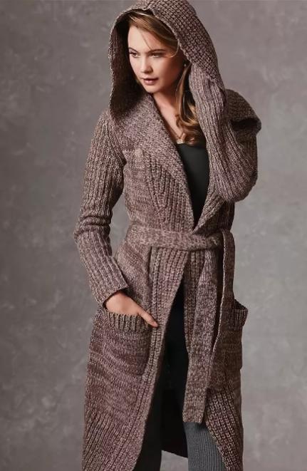 вязаное женское пальто с капюшоном