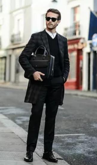 черное мужское пальто в клетку