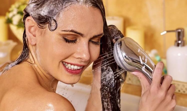 смыть лак с волос