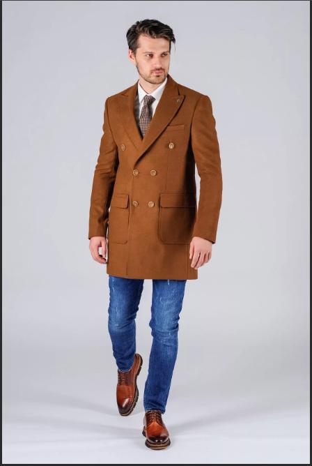 светло-коричневое мужское пальто до бедер