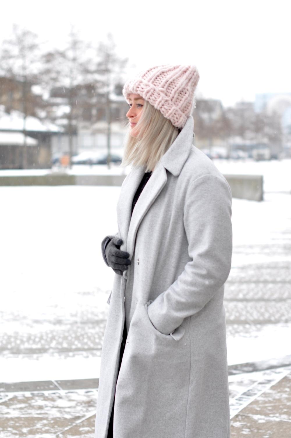 Головной убор к светлому пальто