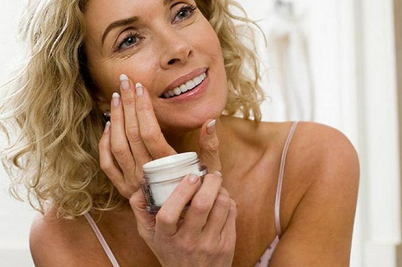 Как подобрать подходящий крем для лица после 50 лет?
