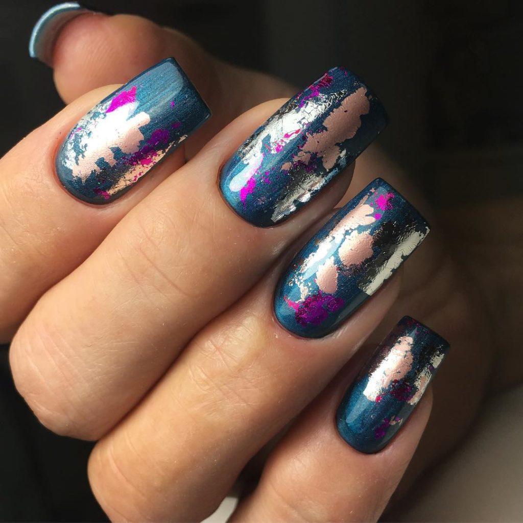 Креативный дизайн ногтей с фольгой на гель-лак