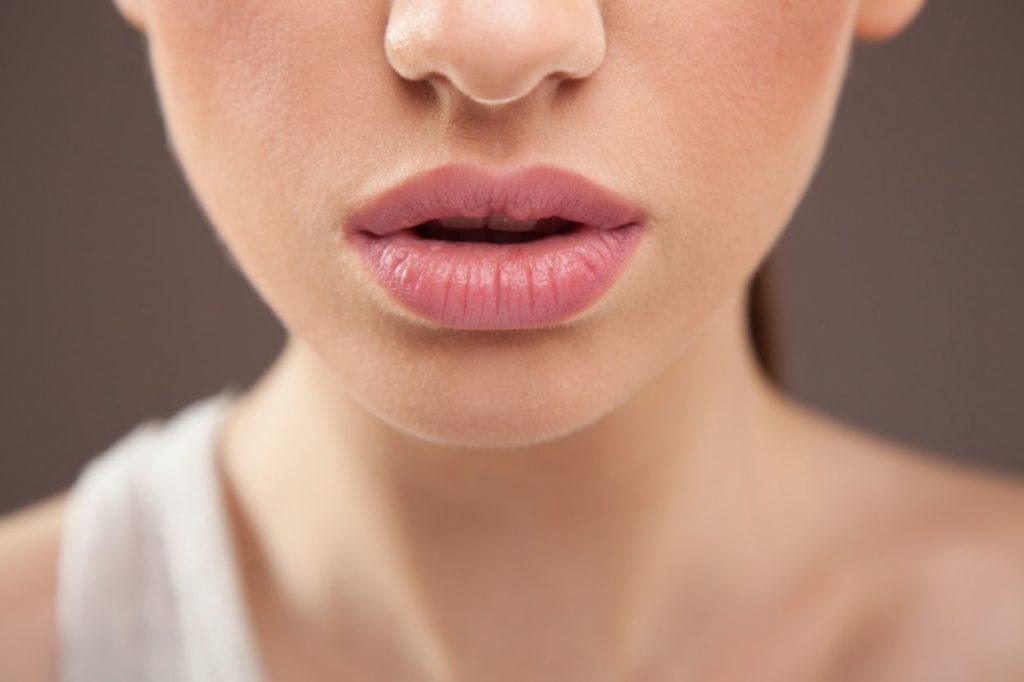 Увеличиваем губы без пластики и уколов