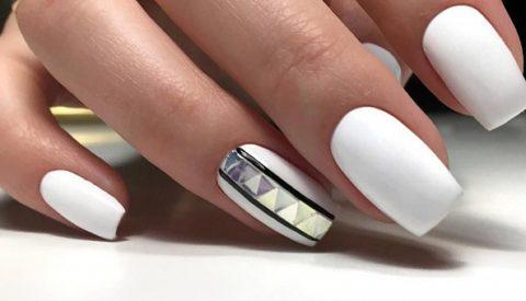Красивый дизайн ногтей с белым лаком на любой случай