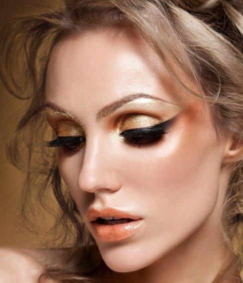 Какой макияж выбрать для встречи Нового 2020 года с блестящей кожей
