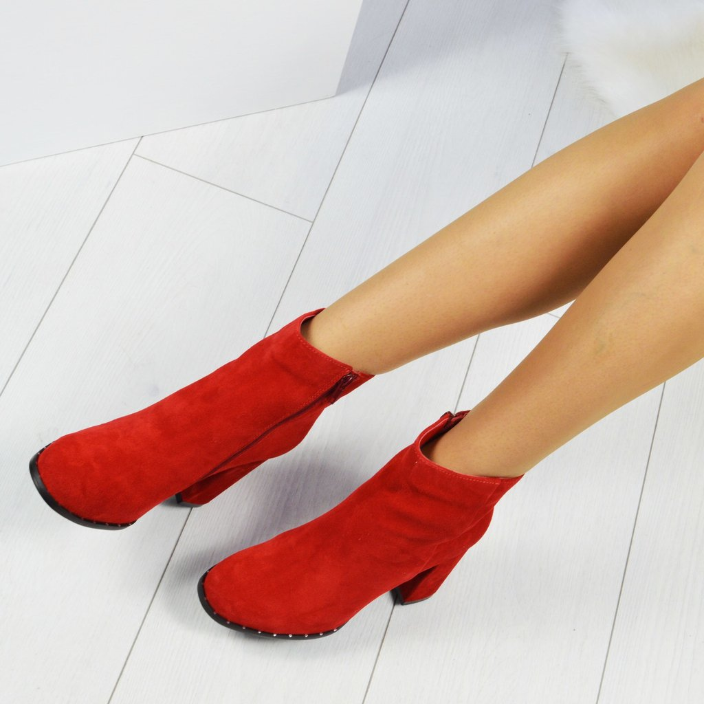 С чем носить красные ботильоны? замшевые