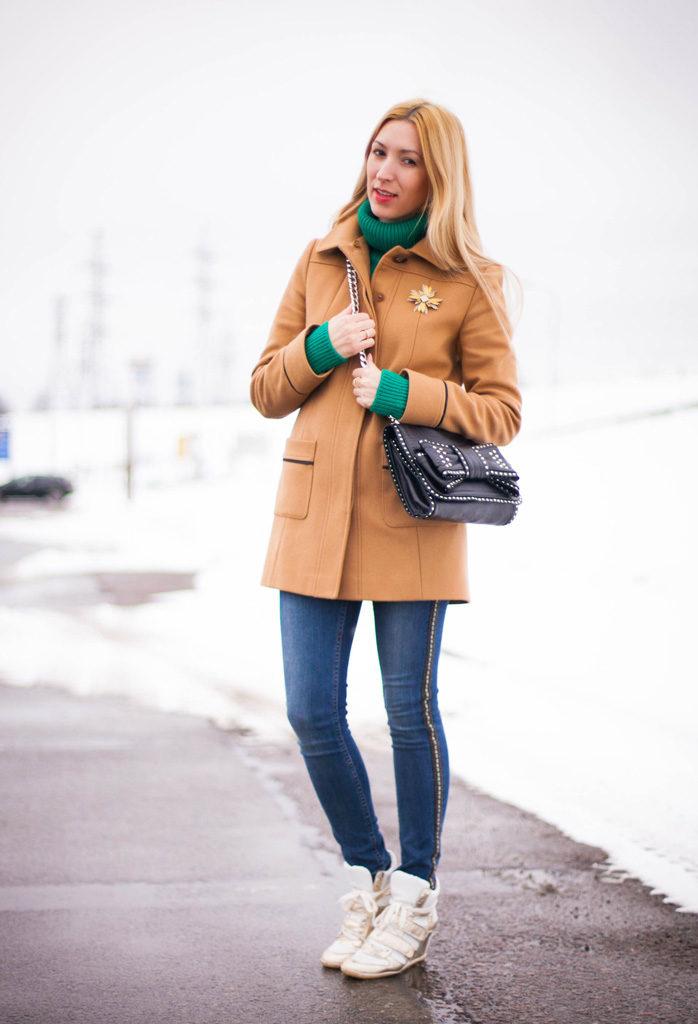 С чем носить женское пальто бежевого цвета? короткое