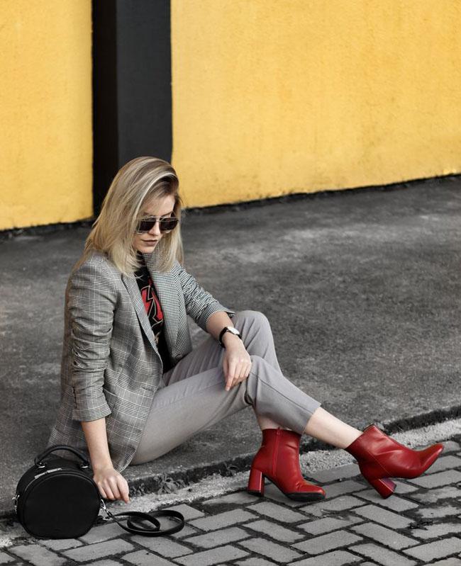 С чем носить красные ботильоны? на каблуке