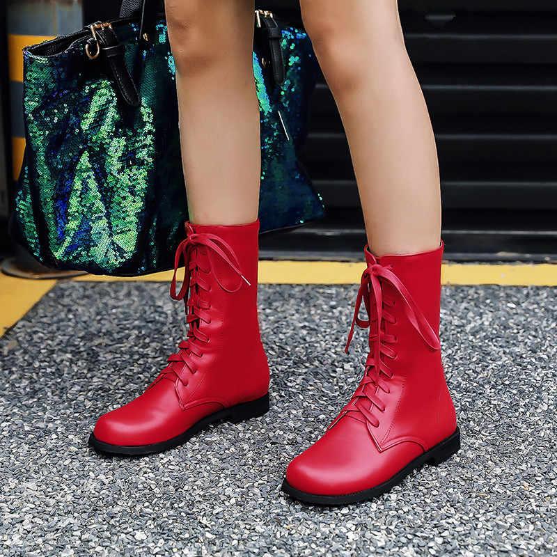 С чем носить красные ботильоны на плоской подошве