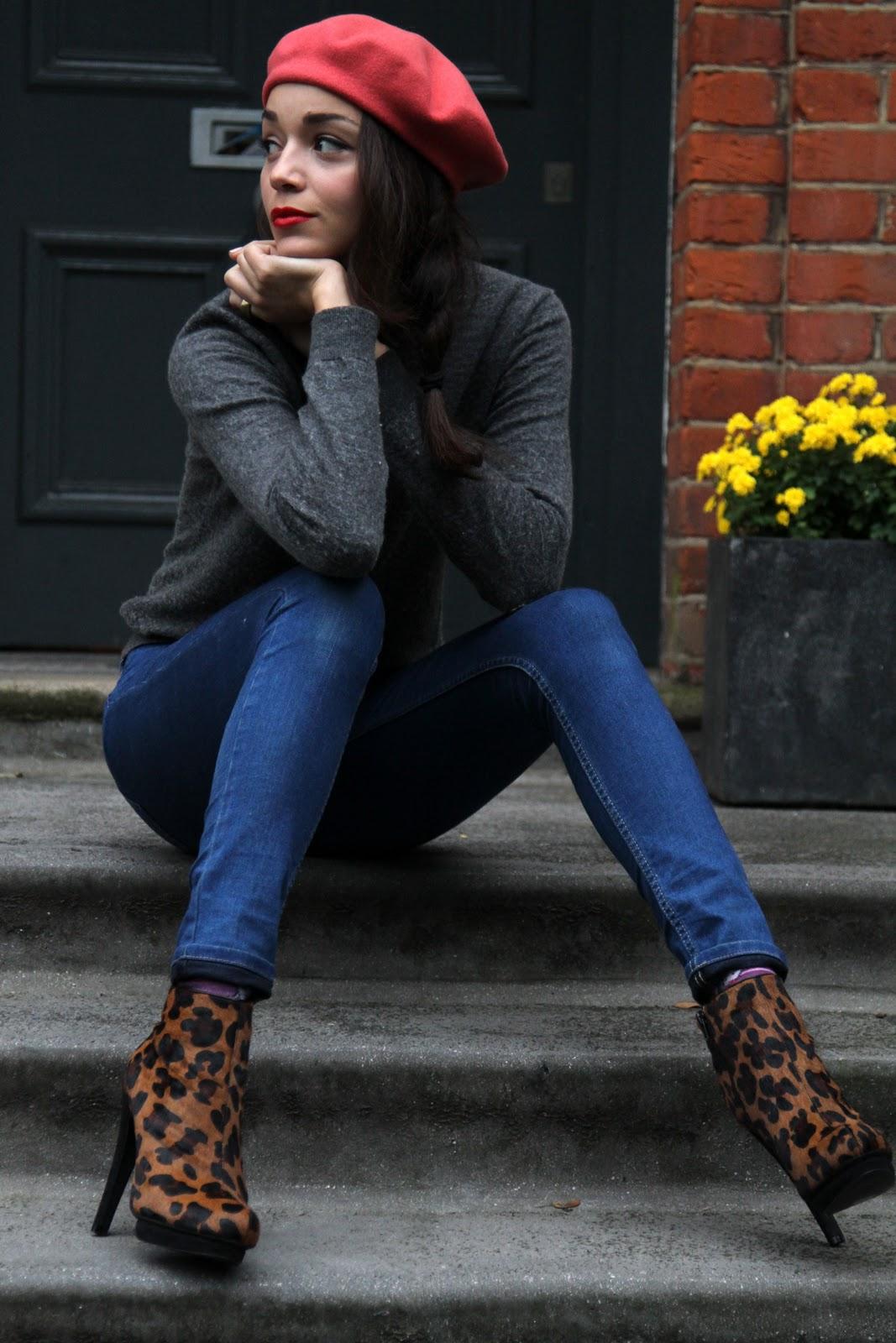 с джинсами и беретом