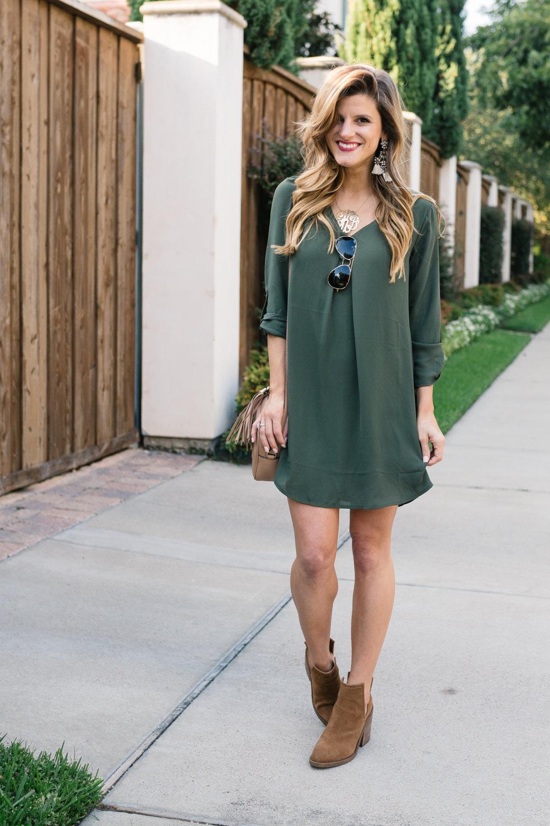 с зеленым платьем