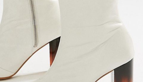 Удачные образы с ботильонами белого цвета