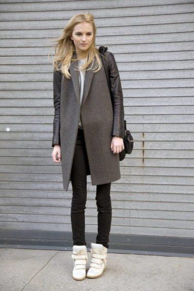 Пальто и кроссовки