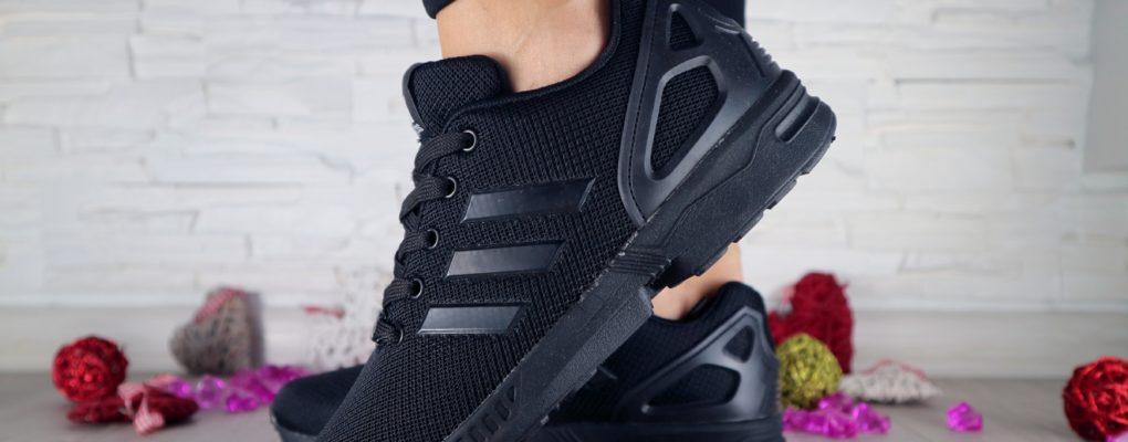 С чем носить чёрные кроссовки?