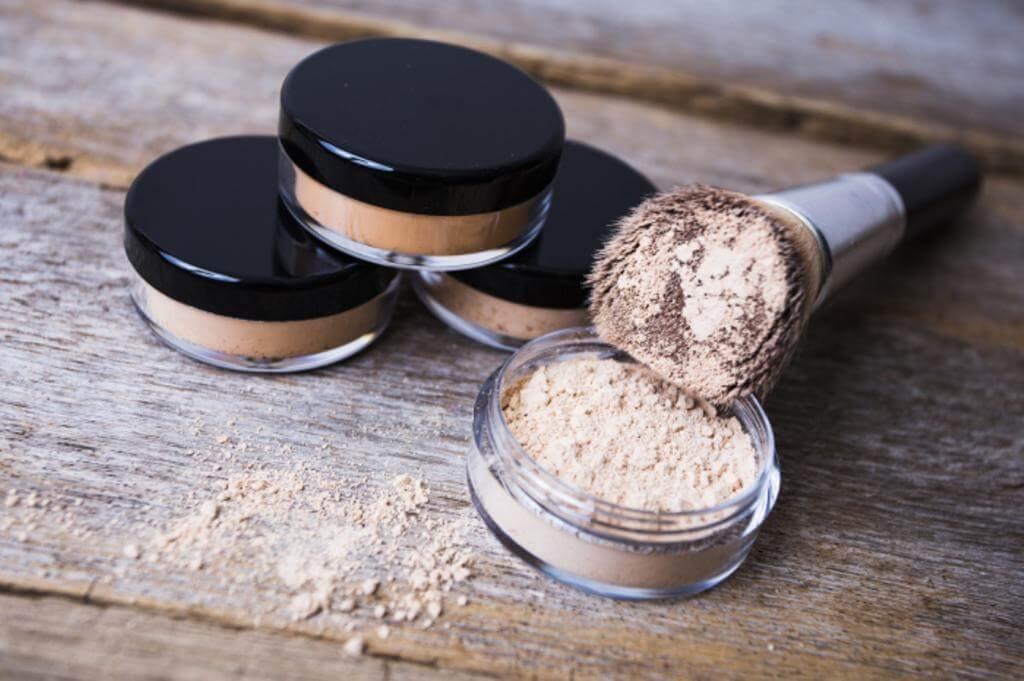 Пудра для лица — незаменимое средство для макияжа