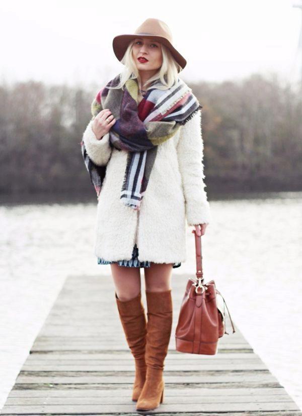 Пальто с капюшоном и шарф