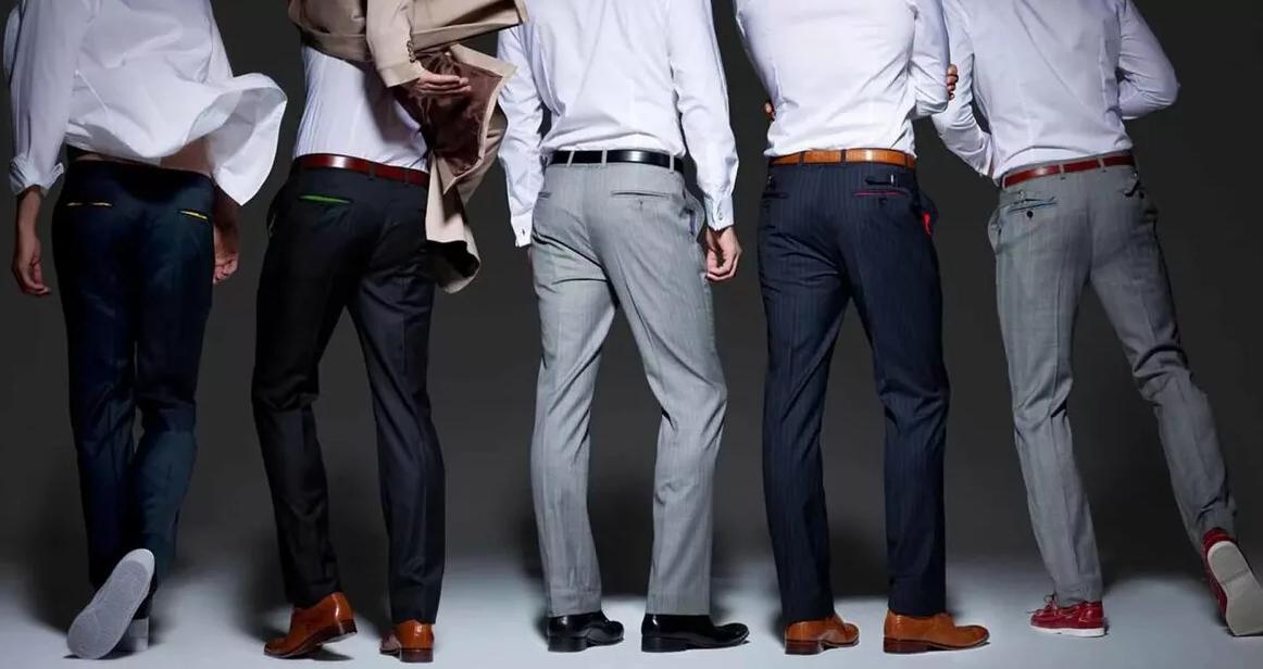 мужины в брюках