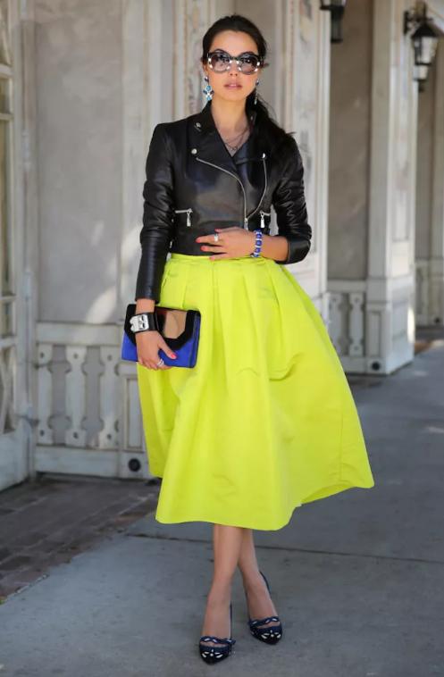 С чем носить расклёшенную юбку ниже колена?