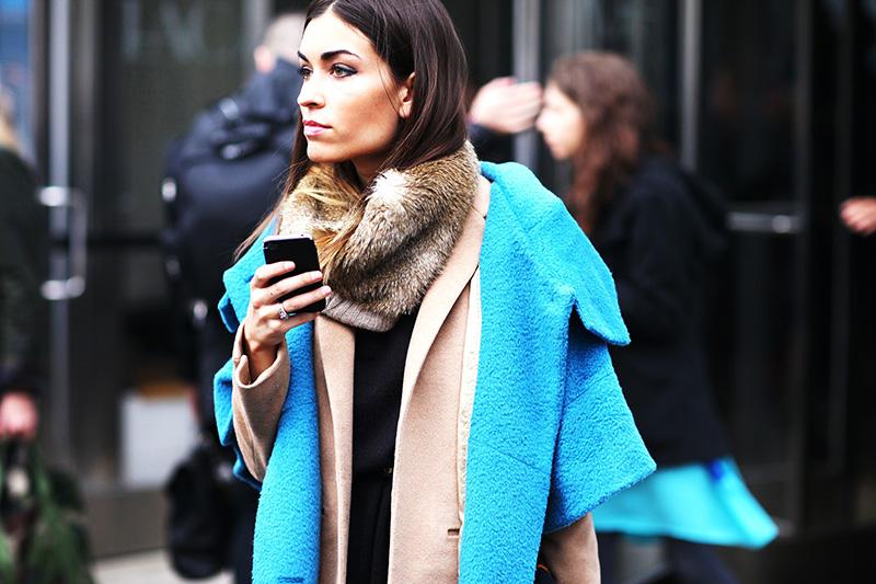 Как завязать шарф на пальто с капюшоном