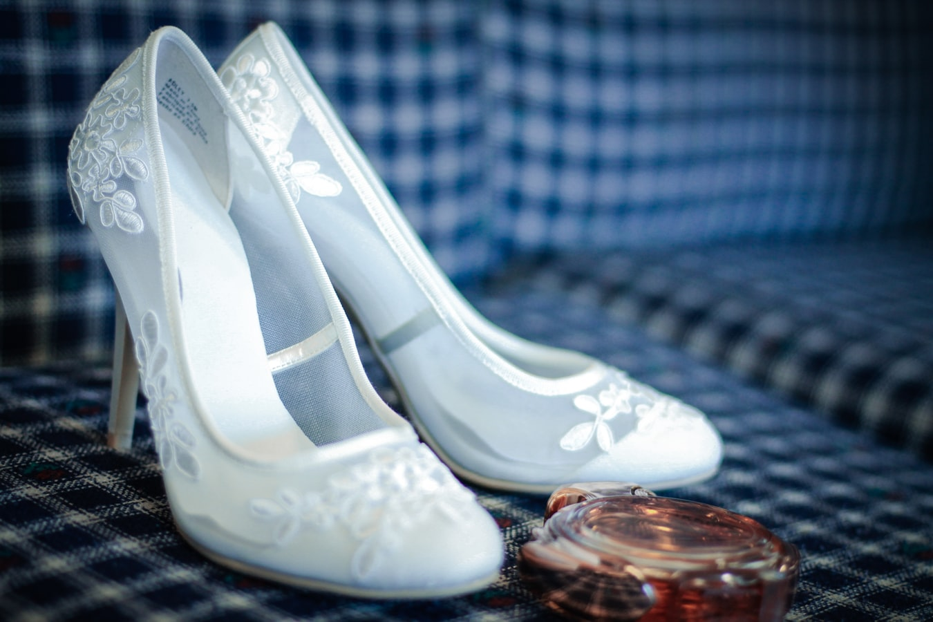 текстильные белые туфли