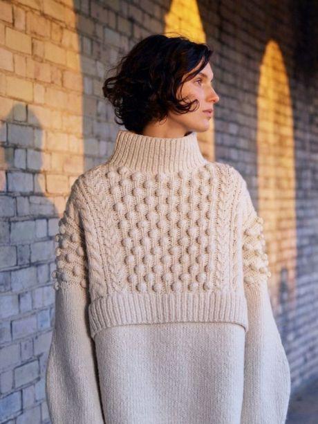 трендовый женский свитер