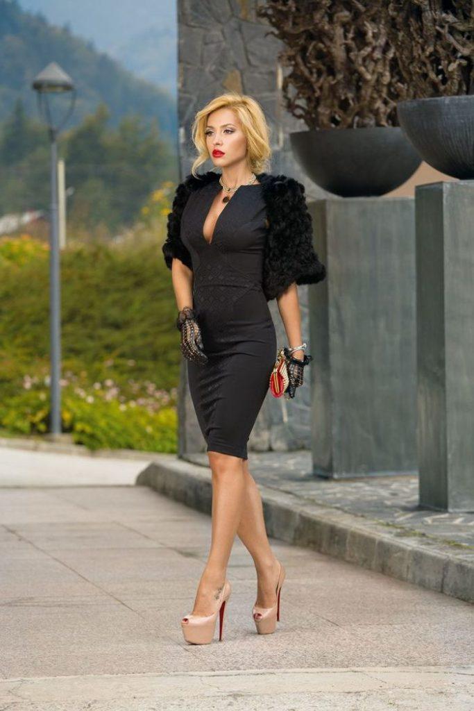 образ с черным платьем