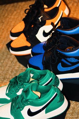 повседневные кроссовки