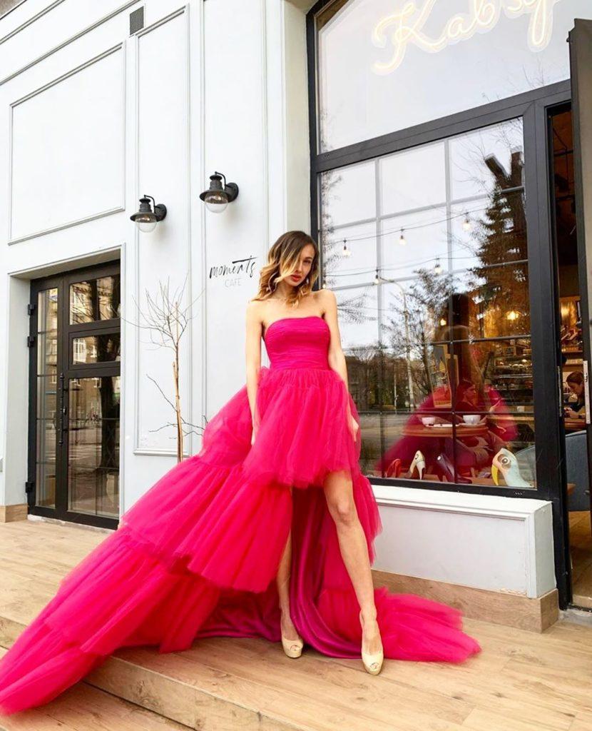 образ с розовым платьем