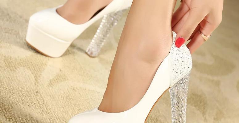 Интересные идеи с чем носить белые туфли