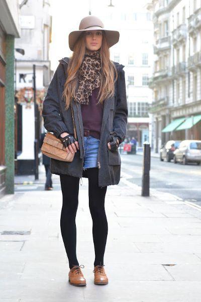 Коричневые туфли и теплые колготки