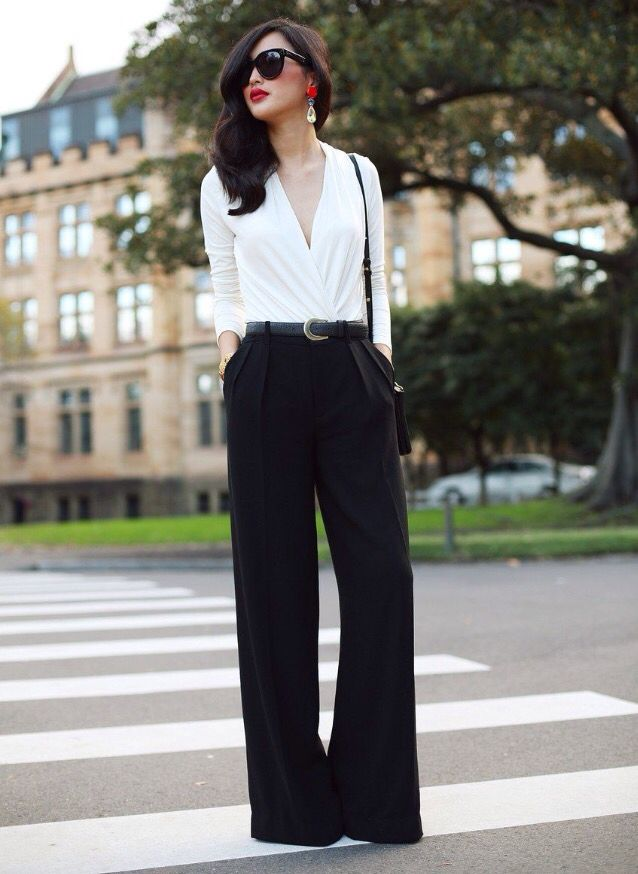 Чёрные палаццо с белой блузкой