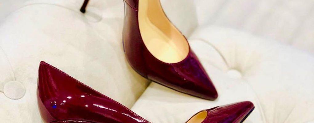 С чем носить бордовые туфли